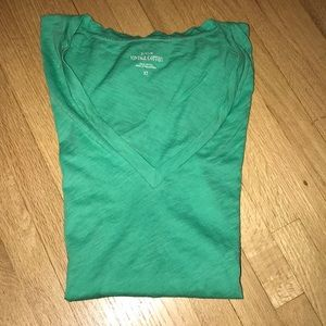 Green fitted v-neck T-shirt!